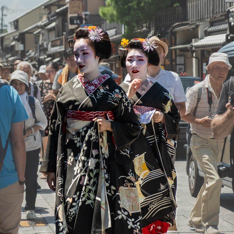 2 magnifiques Geishas à Kyoto dans le quartier de Gion. Coeur de nomade était au bon endroit au bon moment!