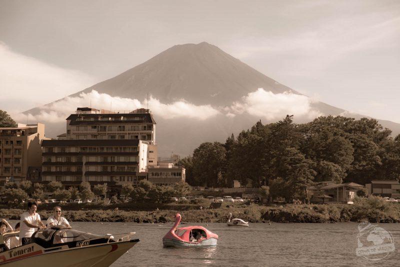 Le kitch de Kawaguchiko. Mont Fuji.Mont iconique vu du lac Kawaguchiko. Coeur de nomade en émerveillement.