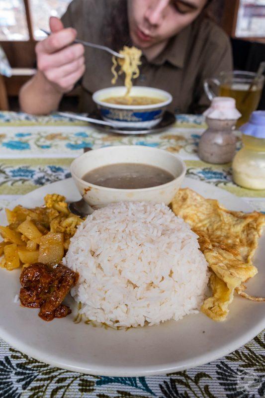 Dal bhat et soupe ramen façon trekking (Langtang)